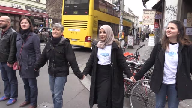 people form a human chain against racism on kreuzberg's adalbert street on the occasion of the international day for the elimination of racial... - menschenreihe stock-videos und b-roll-filmmaterial