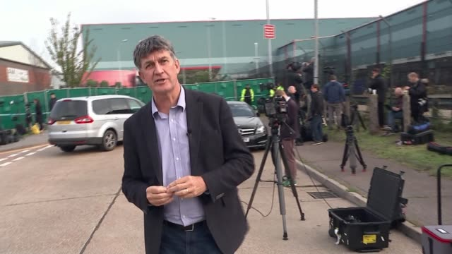 people found dead inside lorry in essex; england: essesx: grays: waterglade industrial park ext cab of lorry where 39 were found dead reporter to... - エセックス州点の映像素材/bロール
