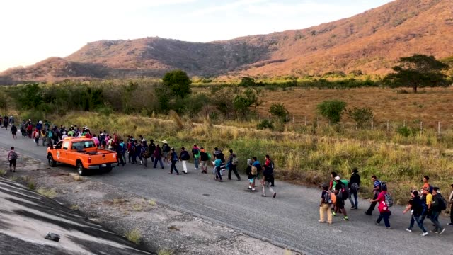 people from a caravan of central american migrants walk on their way toward the united states, on january 21, 2019 in tapanatepec, mexico. members of... - refugee stock videos & royalty-free footage