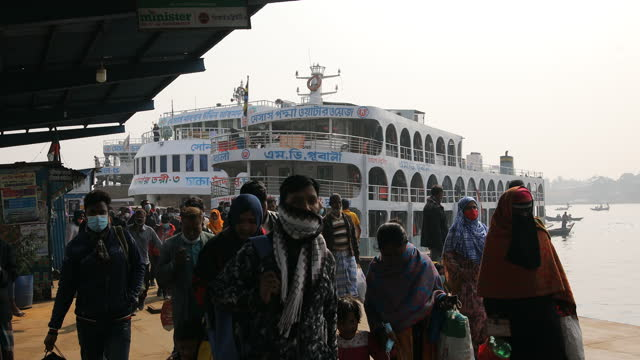 people from coastal areas enter the capital city dhaka by ferry in dhaka, bangladesh on january 26, 2020. every day, some 2,000 people settle in the... - non urban scene stock-videos und b-roll-filmmaterial