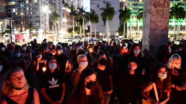 "people gather during a during a candlelight vigil for 19-year-old activist oluwatoyin ""toyin"" salau at torch of friendship bayfront park miami on... - gedenkveranstaltung stock-videos und b-roll-filmmaterial"