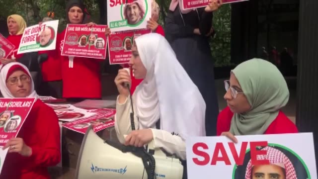 people gather in front of saudi consulate in new york to protest against saudi arabia's decision to execute three leading saudi arabian scholars... - hinrichtung stock-videos und b-roll-filmmaterial
