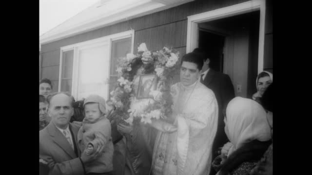 vídeos de stock e filmes b-roll de people gather outside the house where an icon of the virgin mary was said to have wept when mrs. pagona catsounis prayed in front of it / father... - milagres