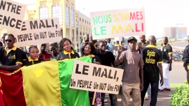 people gather to protest terrorist attack against the military camp in gao at peace monument in bamako mali on january 21 2017 at least 60 people... - マリ点の映像素材/bロール