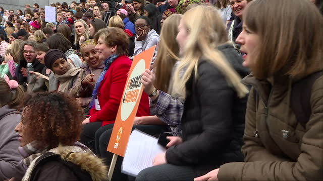 people gathered in london to march for women's rights ahead of international women's day on march 8th shows women and men gathered together and... - 国際女性デー点の映像素材/bロール