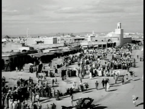 ha xws people gathered in open area w/ city buildings bg people camels gathered together flat roof city buildings bg middle east eurasia - 1951 bildbanksvideor och videomaterial från bakom kulisserna
