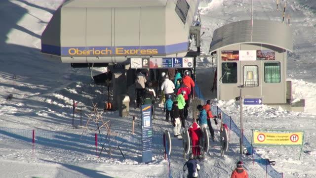 vídeos de stock, filmes e b-roll de ms people geeting in oberjoch express skilift / grindelwald, bernese oberland, switzerland                         - escrita ocidental