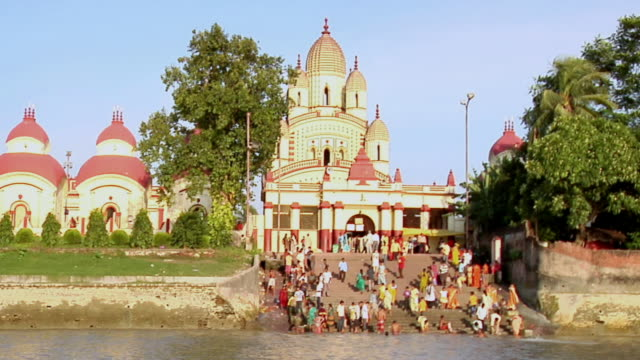 ms  people getting out from dakshineshwar temple and getting steps down in hooghly river for prayer / kolkata, west bengal, india - hooghly river stock videos & royalty-free footage