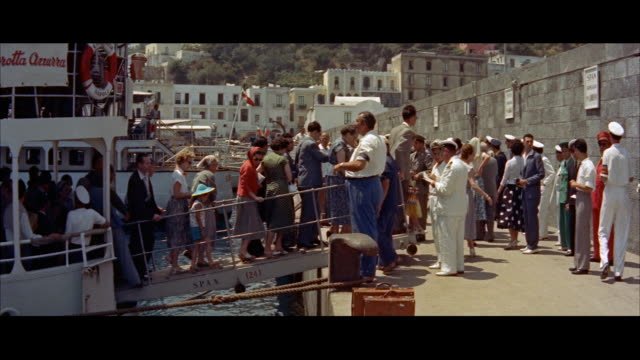 ms people getting out from ship / capri, naples, campania, italy. - ナポリ点の映像素材/bロール
