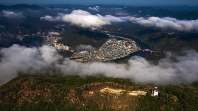 vidéos et rushes de people gliding in the sky of yangbangsan mountain / danyang, chungcheongbuk-do, south korea - parachute
