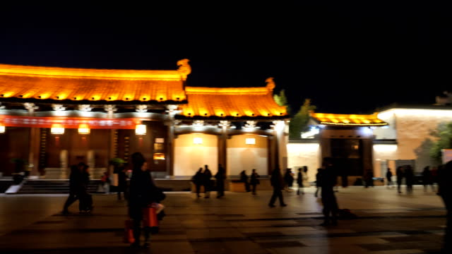 vídeos de stock e filmes b-roll de people have square dance at the famous huizhou ancient city which located in the foot of famous mount huangshan on nov 26, 2017 in china. - dança quadrada