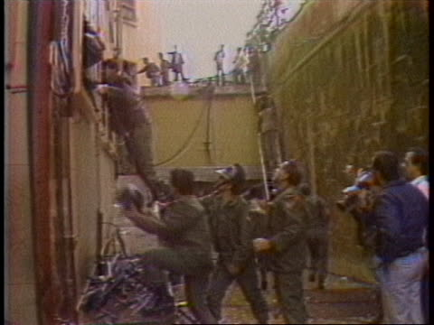 people help after the beirut barracks bombing in 1983. - war or terrorism or military点の映像素材/bロール