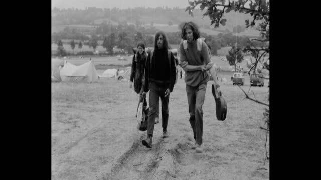 people, hippies, leaving 1971 glastonbury festival at worthy farm, pilton, somerset - 1971 stock videos & royalty-free footage