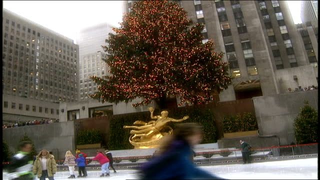 people ice skating and christmas tree at rockefeller center - rockefeller center christmas tree stock videos & royalty-free footage