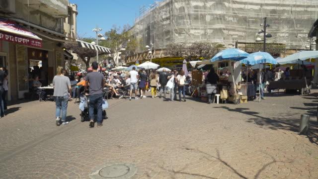 tel aviv:  people in a busy square in a sunny day in tel aviv. - テルアビブ点の映像素材/bロール