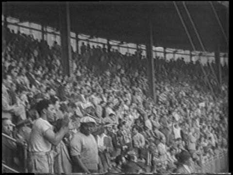 people in audience cheering + clapping at playoff game / polo grounds / nyc - 1951点の映像素材/bロール