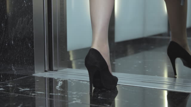 SLO MO DS People in business suits stepping into elevator