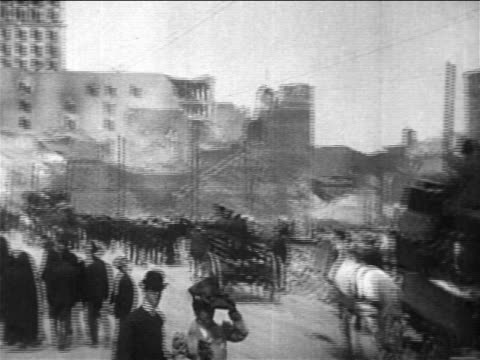 pan people in carriages packed with belongings on street after san francisco earthquake - anno 1906 video stock e b–roll