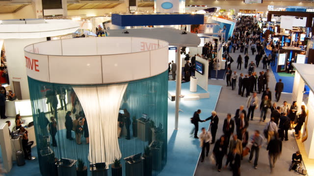 t/l, ha, ws, people in exhibit hall, munich, germany - tradeshow stock videos & royalty-free footage