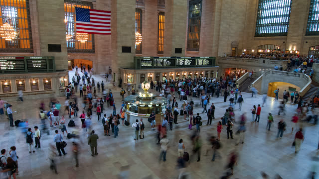 T/L WA HA People in Grand Central Terminal / Moscow