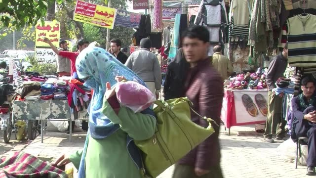 people in islamabad react to pakistans plans to execute around 500 militants in coming weeks after the government lifted a moratorium on the death... - esecuzione pubblica video stock e b–roll