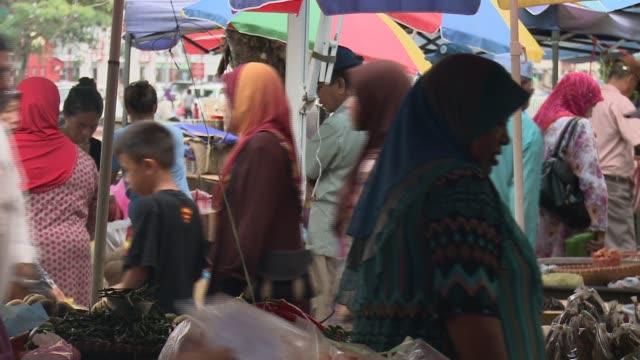 people in kianggeh market, bandar seri begawan, market people, market with river in background, market, old woman in headscarf, chilli stand, woman... - brunei stock videos & royalty-free footage