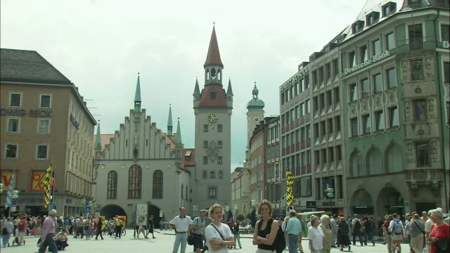 WS People in Marienplatz with Altes Rathaus (Old Town Hall) in background, Munich, Bavaria, Germany