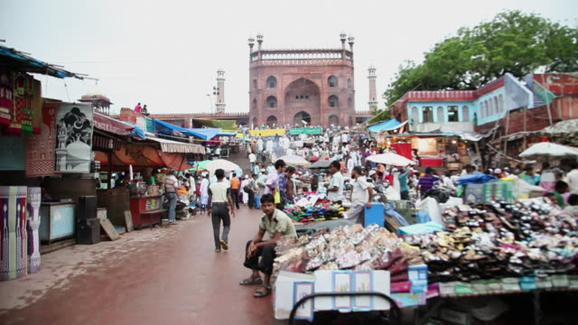 MS T/L People in market with Jama Masjid in background / Delhi, Delhi, India