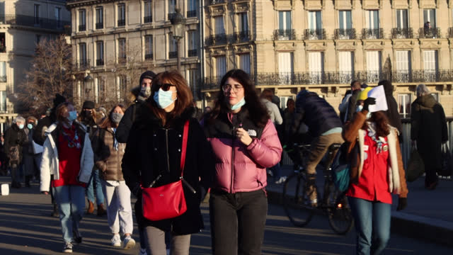 people in paris during the covid-19 pandemic on january 10, 2021 in paris, france. people walk the streets of paris on a sunny sunday in winter.pont... - infectious disease stock videos & royalty-free footage