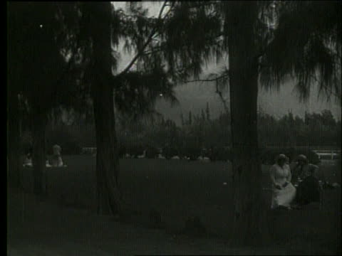 vídeos de stock e filmes b-roll de b/w people in park / man riding horse / 1919 hawaii / no sound - 1919
