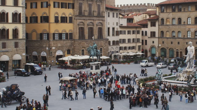 ws ha pan people in piazza della signoria, florence, tuscany, italy - florence italy stock videos & royalty-free footage