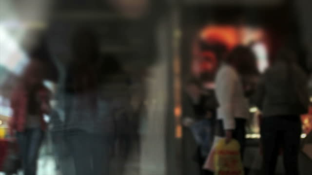 stockvideo's en b-roll-footage met people in shopping mall timelapse - geschwindigkeit
