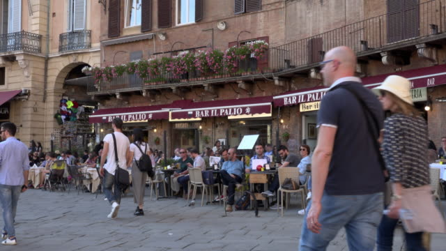 people in sidewalk cafe on piazza del campo in siena - courtyard stock videos & royalty-free footage