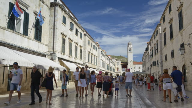 TL / People in Stradun street (placa) in old town of Dubrovnik