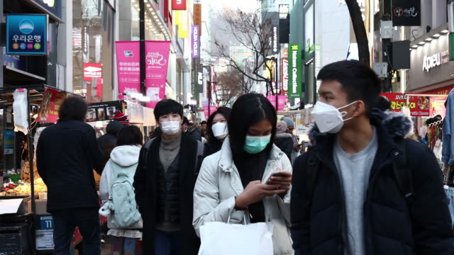 people in surgical masks amid the coronavirus crisis in seoul south korea on monday february 3 2020 - corea del sud video stock e b–roll
