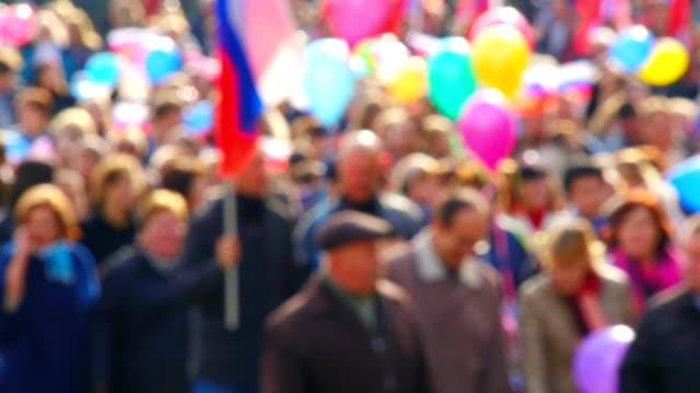 menschen in der demonstration - marschieren stock-videos und b-roll-filmmaterial