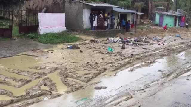 vídeos y material grabado en eventos de stock de people in the far north of mozambique are bracing for flooding as torrential rain pushes up water levels after the death and devastation wrought by... - destrucción