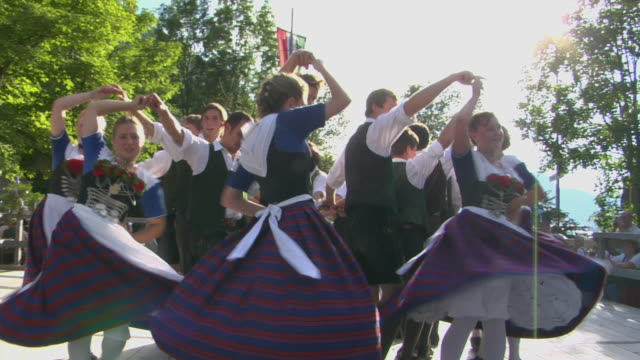 vídeos de stock e filmes b-roll de ms cu people in traditional clothing dancing at tegernsee folk festival, tegernsee, bavaria, germany - dança tradicional