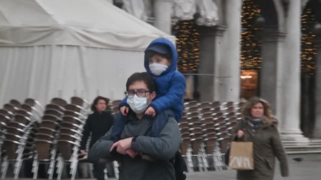 people in venice wear surgical masks as the death roll in italy from the new coronavirus rises to five and the number of people contracting the... - contracting stock videos & royalty-free footage
