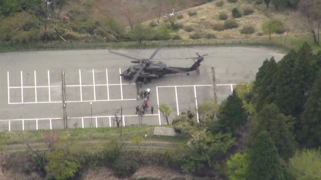 people including hotel guests were rescued by helicopter of the japan self-defense forces on april 16, 2016 in minamiaso, japan.the area with jigoku... - 救う点の映像素材/bロール