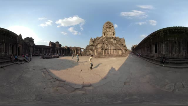 360 vr / people inside angkor wat temple - old ruin stock videos & royalty-free footage