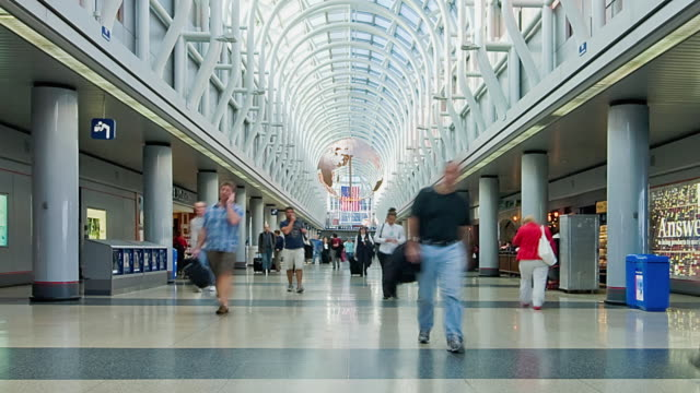 t/l ws people international terminal at chicago o'hare airport, illinois, usa - diminishing perspective stock videos & royalty-free footage