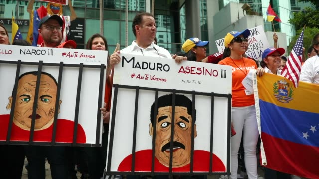 vídeos de stock, filmes e b-roll de people join together in front of the consulate general of venezuela in miami to protest against the venezuelan elections taking place on may 20 2018... - venezuela