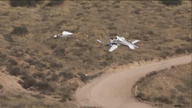 people killed in small plane crash near santa clarita - santa clarita点の映像素材/bロール