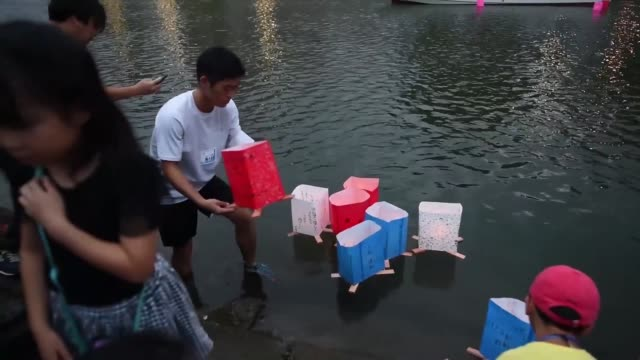 people launch lanterns for the hiroshima peace memorial ceremony and peace message lantern floating ceremony in hiroshima, japan to mark the 74th... - massenvernichtungswaffe stock-videos und b-roll-filmmaterial