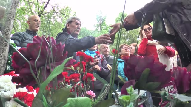 people lay flowers during the commemoration of the 54th anniversary of the death of the poet nazim hikmet at the novodevichye cemetery in moscow... - poet stock videos & royalty-free footage