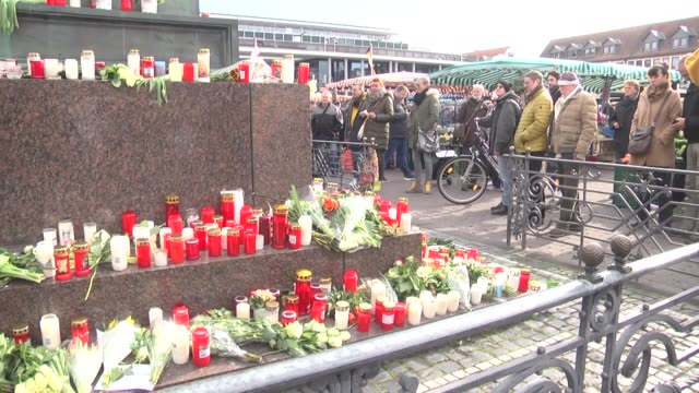 people lay flowers in commemoration of victims near the site of terror attack in the western town of hanau. wednesday night's far-right terror attack... - terrorismus stock-videos und b-roll-filmmaterial