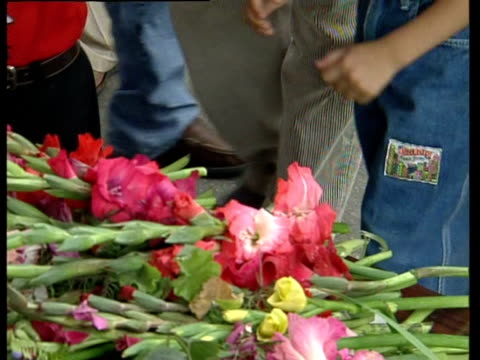 people laying floral tributes for the massacred nepalese royal family - 仮設追悼施設点の映像素材/bロール