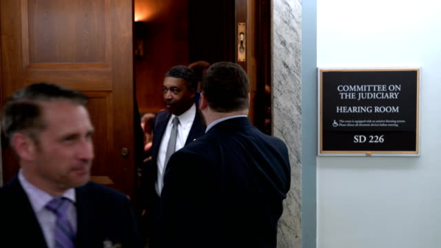 vídeos de stock, filmes e b-roll de people leave the room during a break of a hearing before the senate judiciary committee october 10 2018 at dirksen senate office building on capitol... - nomeação