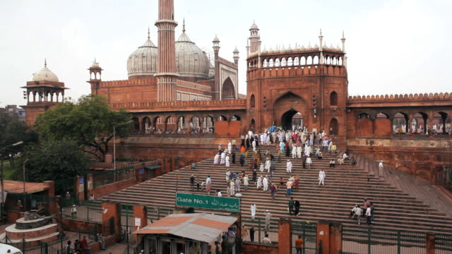 people leaving the jama masjid (friday mosque) after the friday prayers, old delhi, delhi, india - mughal empire stock videos and b-roll footage